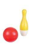 Pin di bowling e palla Fotografia Stock Libera da Diritti