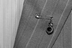 Pin do olho mau, proteção uma roupa do ` s da pessoa fotos de stock
