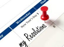Pin en el calendario que señala resoluciones del Año Nuevo Imagen de archivo