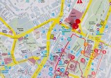 Pin en mapa Fotos de archivo