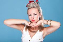 Pin herauf Artportrait-Blauhintergrund des Mädchens Retro- Lizenzfreie Stockfotos