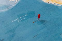 A pin on hawaii in the world map stock photos