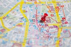 Pin no mapa Imagens de Stock