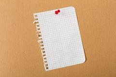 Pin Paper op berichtraad Stock Afbeelding