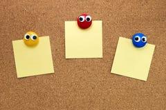 Pin Paper op cork raad royalty-vrije stock afbeelding