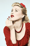 Pin-up-Girl mit Lippenstift Lizenzfreies Stockfoto