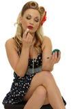 Pin-up-Girl mit Lippenstift lizenzfreies stockbild