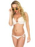 Pin Up Model Wearing joven atractivo un bikini Foto de archivo libre de regalías