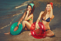 Pin-up sur la plage Images libres de droits