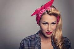 Pin vers le haut de rétro style de fille blonde Concept modèle blond de vintage Photo stock