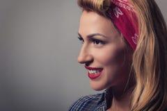 Pin vers le haut de rétro style de fille blonde Concept modèle blond de vintage Images libres de droits