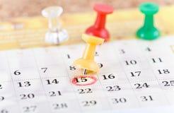 Pin y calendario Imágenes de archivo libres de regalías
