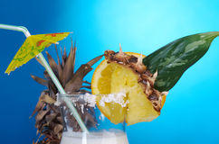Pina Colada - Cocktail mit Sahne Stockfotos