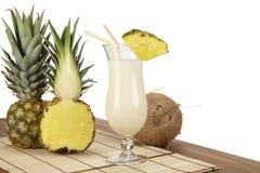 Pina Colada med ananas och kokosnöten Royaltyfri Bild