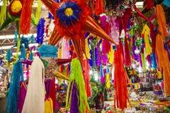 Pinatas σε μια αγορά Στοκ Εικόνες