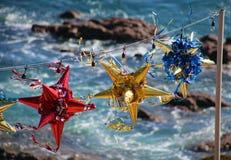 Pinatas coloridos mexicanos durante celebraciones de los Años Nuevos y de la Navidad Fotografía de archivo libre de regalías