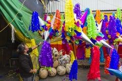 Pinatas en un mercado Imagen de archivo libre de regalías