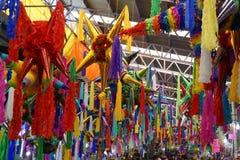 Pinatas w rynku w Meksyk Zdjęcia Stock