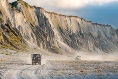 Pinatubo的2月18,2018游人在一辆四轮驱动的汽车, Capas游览 免版税库存图片