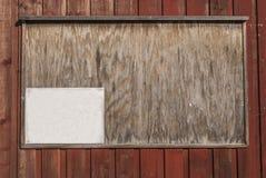 Pinboard на деревянной стене Стоковая Фотография