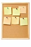 Pinboard mit festgesteckten Anmerkungen stockbild