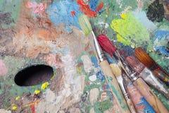 Pinceaux colorés de palette et Photo libre de droits