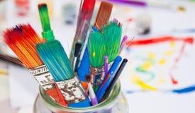 Pinceaux dans un pot Photo libre de droits