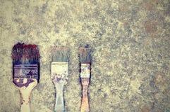 Pinceaux sur le trottoir, bien utilisé avec l'espace de copie pour le texte photo libre de droits