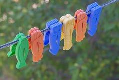 Pinces à linge colorées Images libres de droits