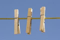 Pinces à linge en bois à l'extérieur Photos libres de droits