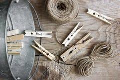 Pinces à linge en bois Images libres de droits