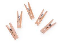 Pinces à linge en bois d'isolement avec le chemin de coupure Photographie stock libre de droits
