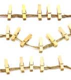 Pinces à linge en bois de collection sur une corde Photographie stock libre de droits