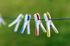 Pinces à linge en plastique Photo libre de droits