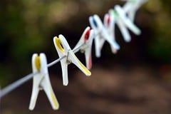 Pinces à linge en plastique Photos libres de droits