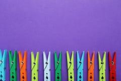 Pinces à linge en plastique Photos stock