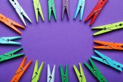 Pinces à linge en plastique Image stock