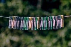 Pinces à linge en plastique Photographie stock