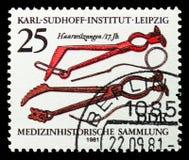pinces de Cheveu-fil (XVIIème siècle), collection d'antécédents médicaux, Karl Sudhoff Institute, serie de Leipzig, vers 1981 image stock