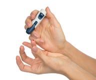Pinchazo diabético del finger del concepto de la diabetes para el measuri del azúcar de la glucosa Foto de archivo