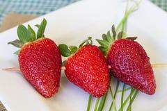 Pincho de fresas Imagenes de archivo