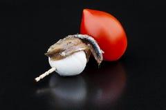 Pincho dell'acciuga con il pomodoro e la mozzarella Immagini Stock Libere da Diritti