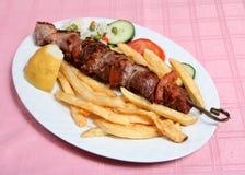 Pincho griego del souvlaki del cerdo del taverna Imagen de archivo libre de regalías
