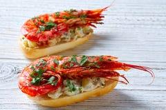 Pinchos de crevette avec des tapas de l'Espagne de fruits de mer Image libre de droits