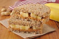Pinda beter en banaansandwich stock afbeeldingen