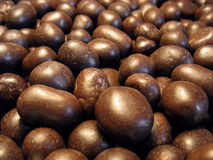 Pinda's in cacao (chocolade) - achtergrond Stock Fotografie