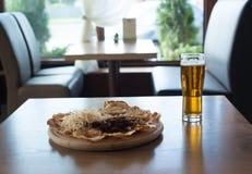 Pinda's en een Bier Royalty-vrije Stock Fotografie