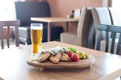 Pinda's en een Bier Royalty-vrije Stock Foto