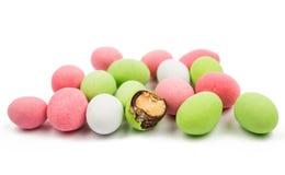 Pinda's met multicolored glans worden behandeld die stock foto