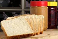 Pindakaas en geleisandwich ingrdients stock foto